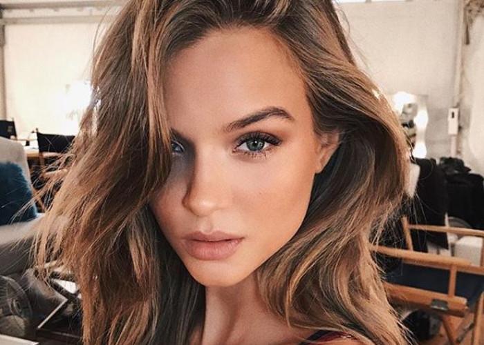 This Victoria's Secret Angel Has a Genius Lip-Plumping Secret