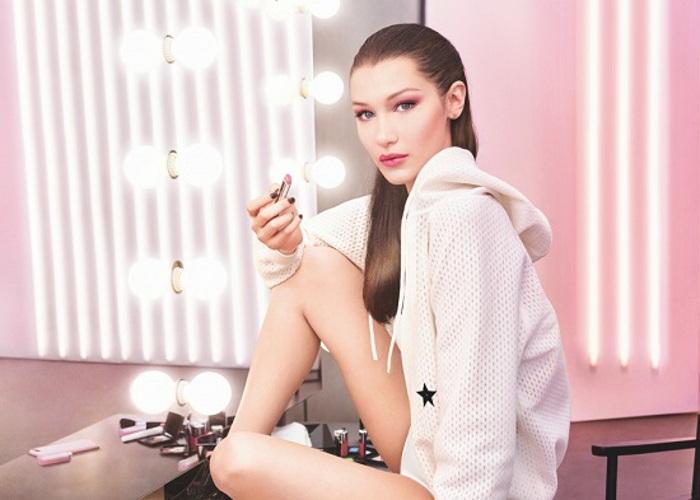 Bella Hadid Stuns In Dior's Lip Glow Campaign (1)Bella Hadid Stuns In Dior's Lip Glow Campaign (1)