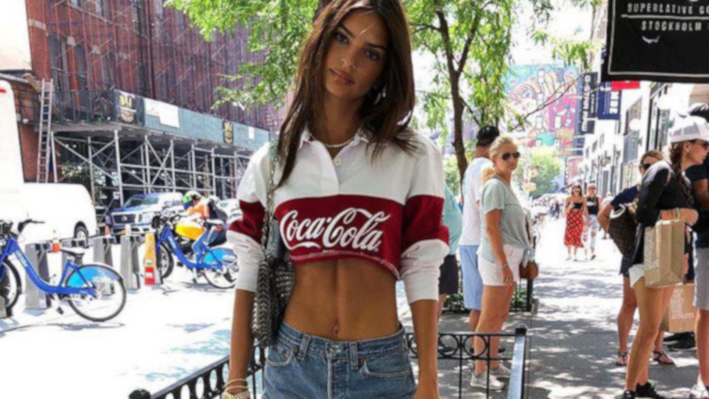 How-Celebrites-Are-Flaunting-Their-Rock-Hard-Abs-Emily-Ratajkowski