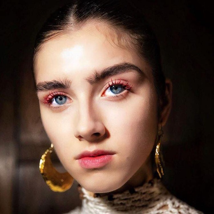 6 Coolest Makeup Looks To Cop From NYFW Runways red mascara