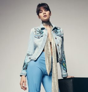 how-to-wear-a-denim-jacket-retro-with-jeans