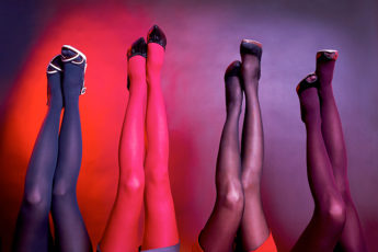 how-to-fashionably-combine-tights-with-dresses-and-skirts-colored-tights