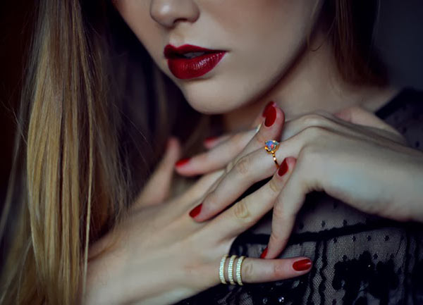 Tips for Long Lasting Red Lipstick