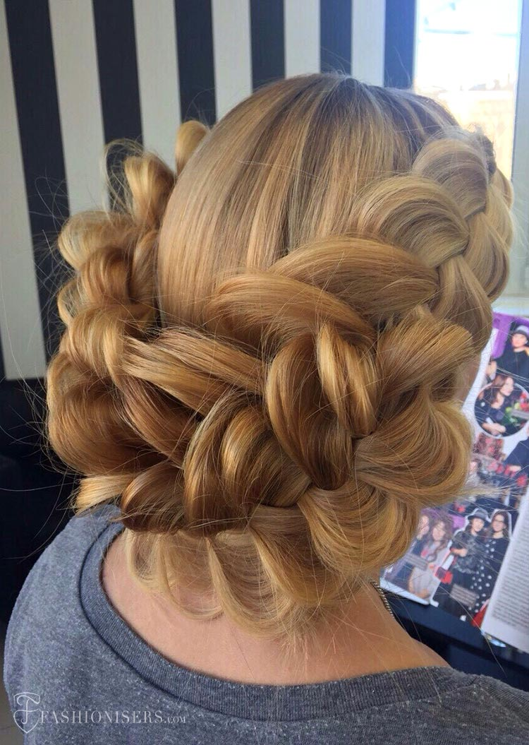 5 Pretty Braided Hairstyles for Summer: Dutch Braided Updo