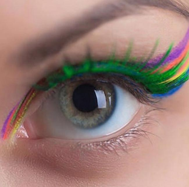 086604e7143 6 Ways to Wear the Rainbow Lashes Beauty Trend | Fashionisers©