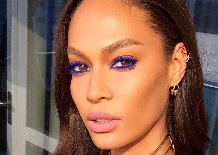 Celebs Demo How to Pull off Vibrant Makeup Looks Joan Smalls denim eyeliner