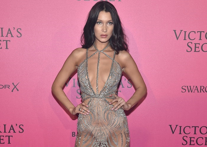 All The Times Bella Hadid Left Her House Almost Naked (12)