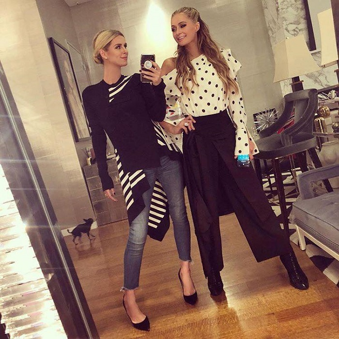 Check-Out-The-Sexiest-Celebrity-Sisters-paris nicky hilton