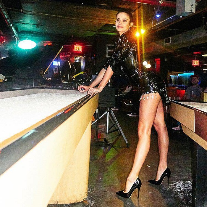 Sultry-Latex-Celeb-Looks-To-Look-As-Hot-As-Possible-black mini dress