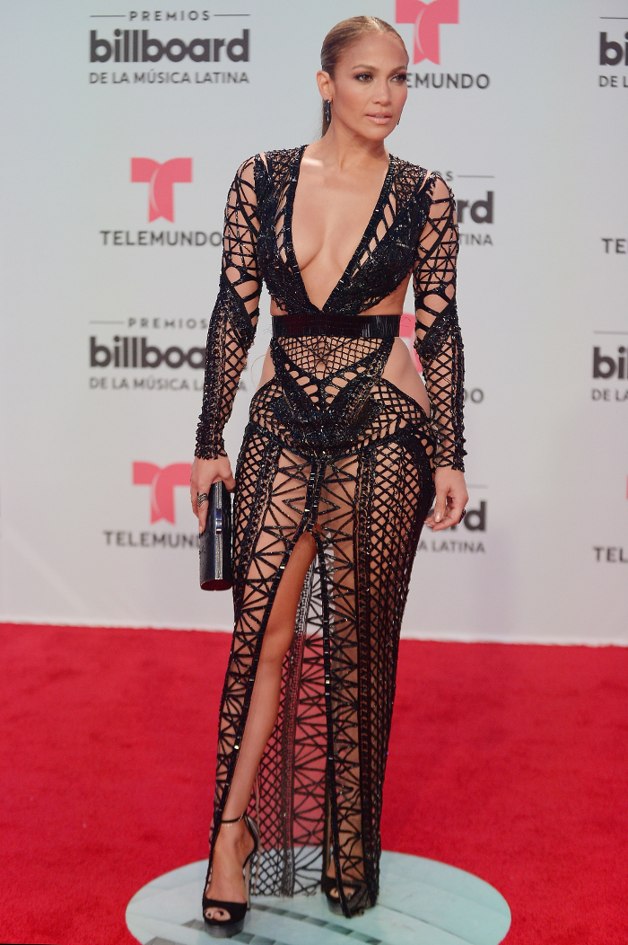 These-Stars-Wore-Dresses-Without-Underwear-On-The-Red-Carpet-jennifer lopez