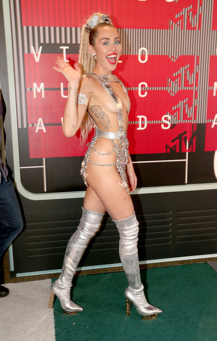 5-Outfits-Lady-Gaga-Would-Wear-Better-silver dress