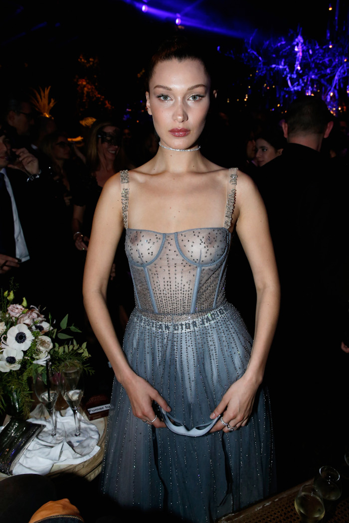 Can-You-Believe-These-Stars-Went-Braless-In-Public-bella hadid