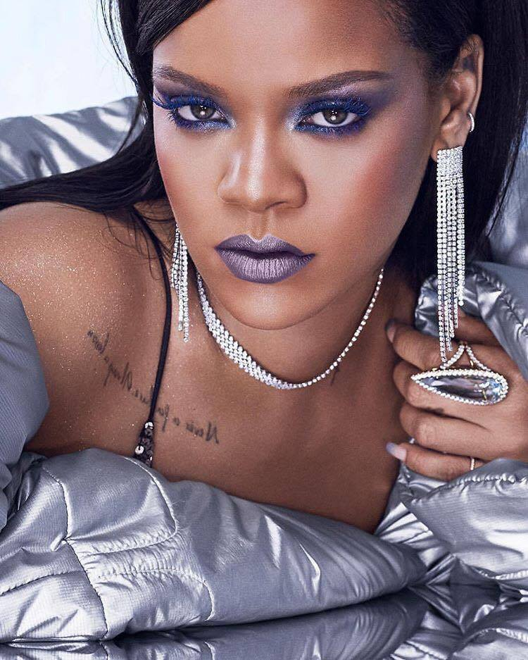 Rihannas-Idea-of-Holiday-Glam-Will-Get-You-Obsessed-bold-makeup