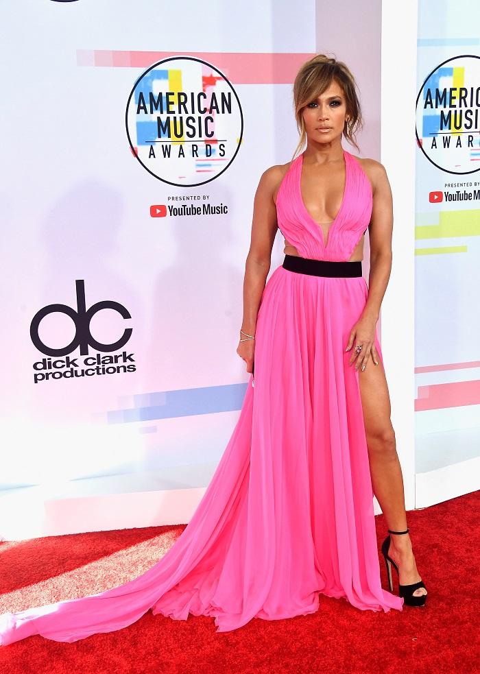 Sexiest Red Carpet Moments At The AMAs You Have To See jennifer lopez