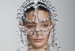 The-Beauty-Trends-We-Are-Obsession-Over-From-SS-2019-PFW-Headpieces