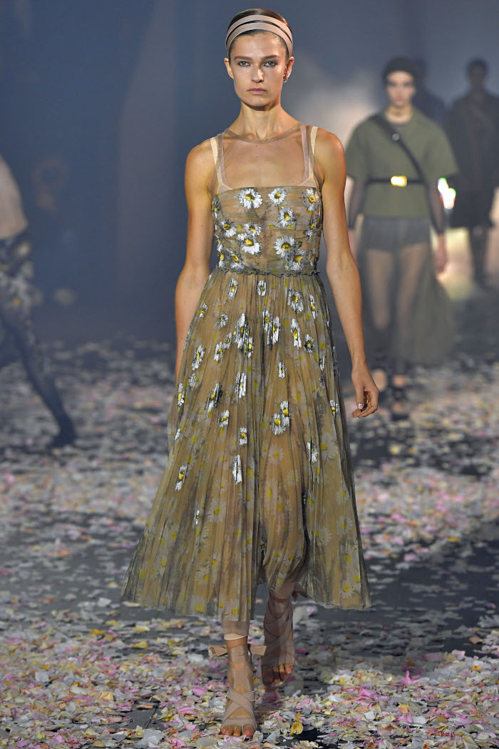 The-Dresses-From-SS-2019-That-Made-Our-Heart-Skip-a-Beat-Dior