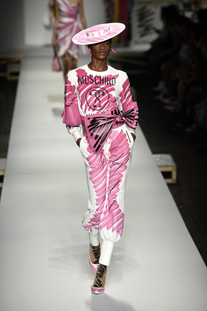 The-Runway-Looks-That-Proved-Bows-Are-Fashion-Chicest-Detail-Moschino