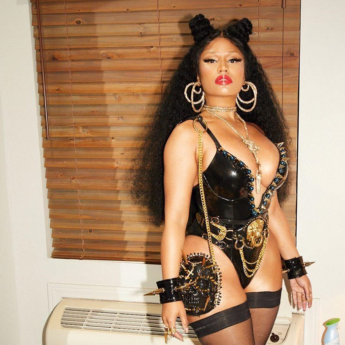 Transform-Into-Your-Favorite-Celebs-With-These-Easy-Costumes-nicki minaj