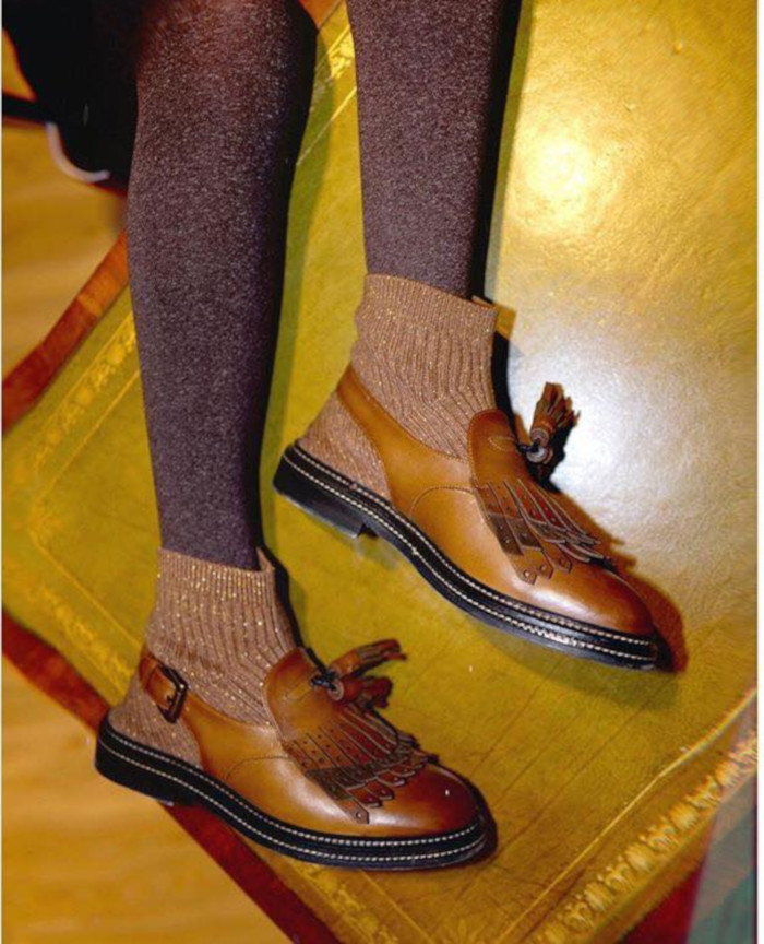 Cute-Ways-to-Style-Your-Shoes-With-Socks-brown-shoes-and-sparkly-socks