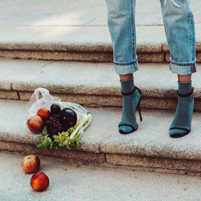 Cute-Ways-to-Style-Your-Shoes-With-Socks-sandals-with-socks