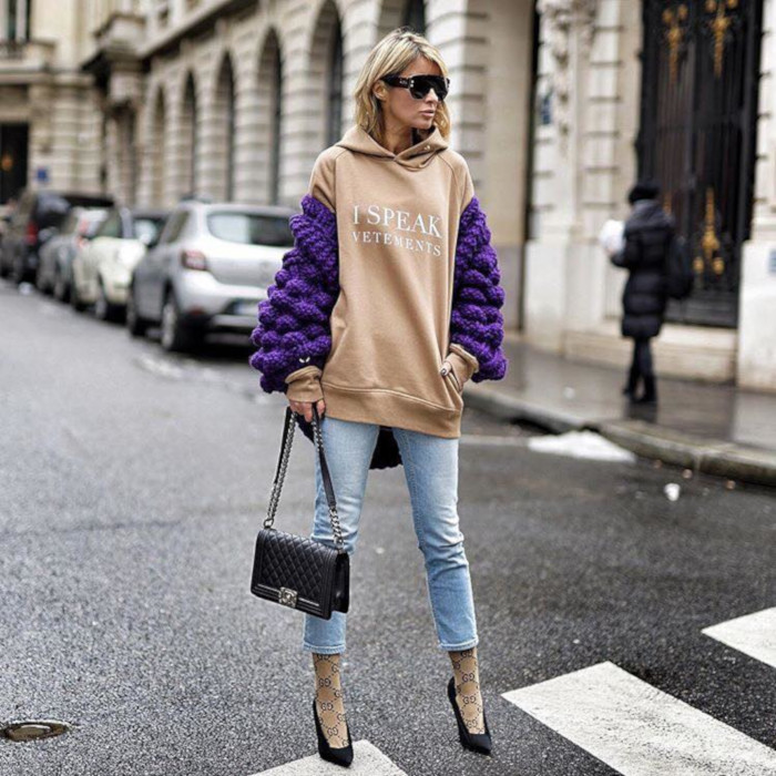 Go-From-Casual-to-Chic-in-a-Sweatshirt-oversized-sweatshirt-chunky-sweater-and-jeans