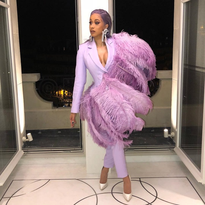How-To-Look-Sexy-In-A-Suit-cardi b