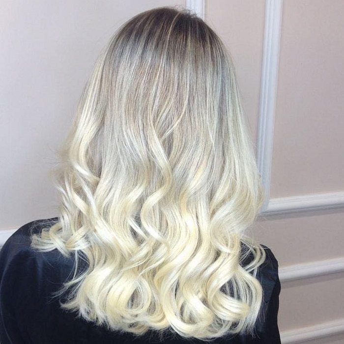 Ice-Blonde-Is-The-Perfect-Winter-Hair-Color-with darker roots