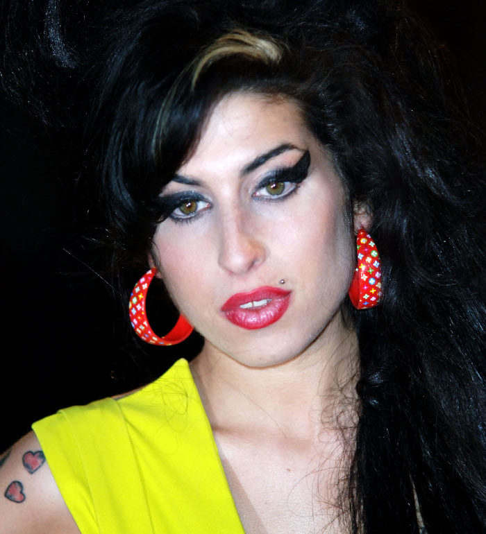 The-Most-Iconic-Celebrity-Beauty-Looks-Worth-Recreating-Amy-Winehouse