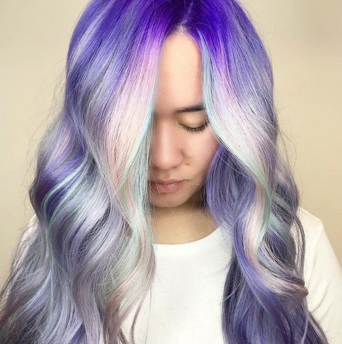 Upgrade-Your-Hair-With-Shadow-Roots-This-Winter-purple silver hair