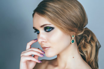 3-Makeup-Trends-that-Will-Amp-Up-your-beauty-Game-this-New-Year-main-1