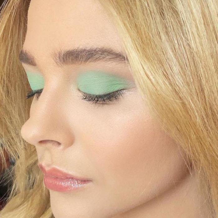 The-Eyeshadow-Color-Youve-Always-Feared-its-Trending-in-2019-green-eyeshadow-Chloe-Moretz