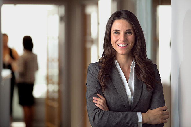 what-colors-to-wear-to-your-job-interview-woman-in-business-suit-grey