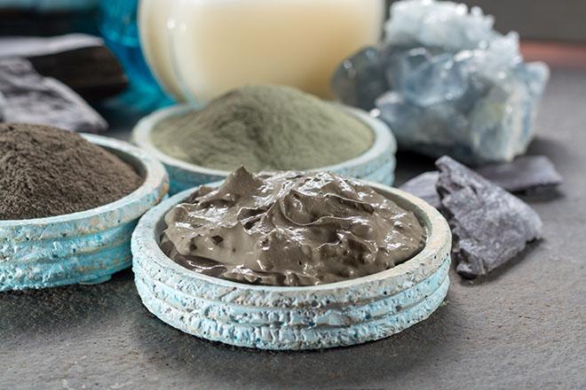 Dead-Sea-Minerals-Healthy-Skin-through-Natural-Means-dead-sea-mud-in-bowl-2