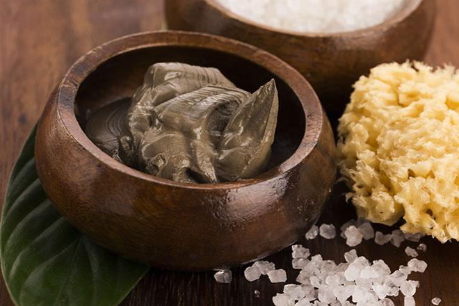 Dead-Sea-Minerals-Healthy-Skin-through-Natural-Means-dead-sea-mud-in-bowl