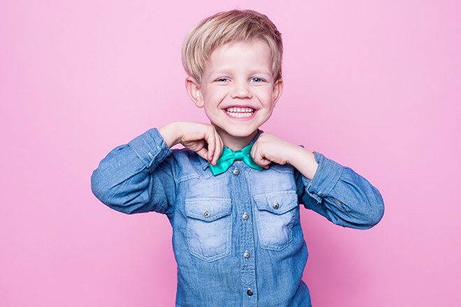 how-to-choose-affordable-and-fashionable-toddler-clothing-toddler-fixing-bow-tie