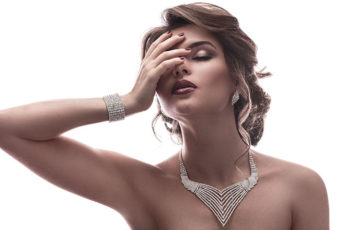 How-to-Choose-The-Best-Jewelry-For-Your-Skin-Tone-diamon-necklace