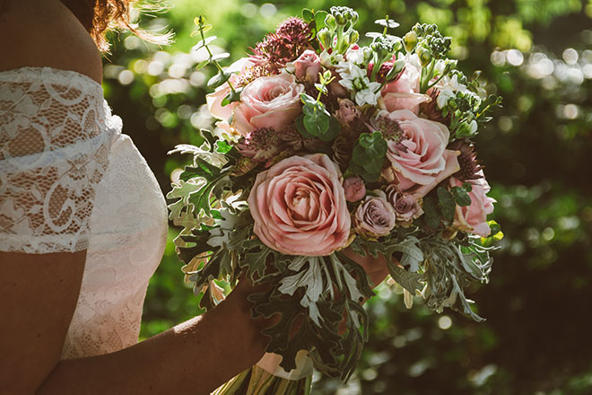How-to-Organize-a-Boho-Chic-Wedding-bridal-bouquet