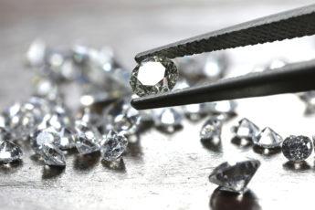 How-to-Buy-a-Diamond-main-image