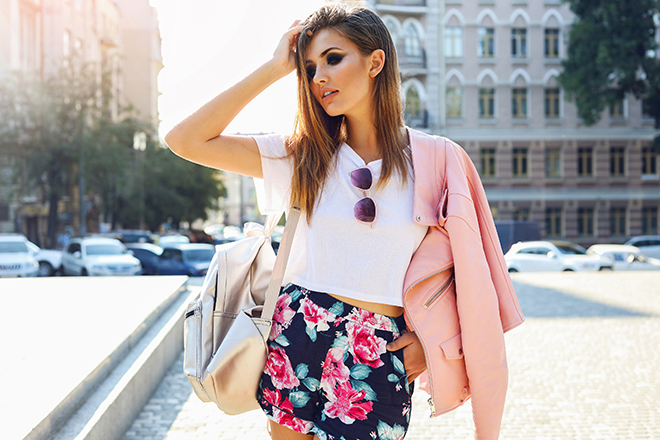 How-To-Mix-Prints-and-Patterns-woman-in-skirt-with-print