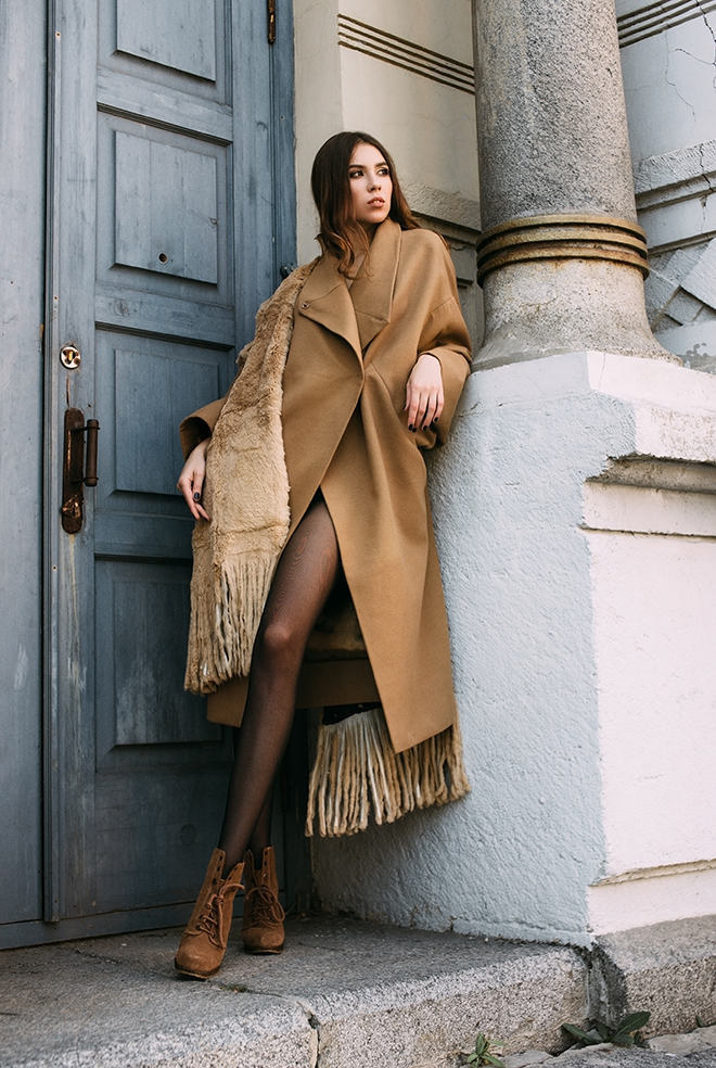 the-best-of-2019s-fall-fashion-girl-in-trench-jacket
