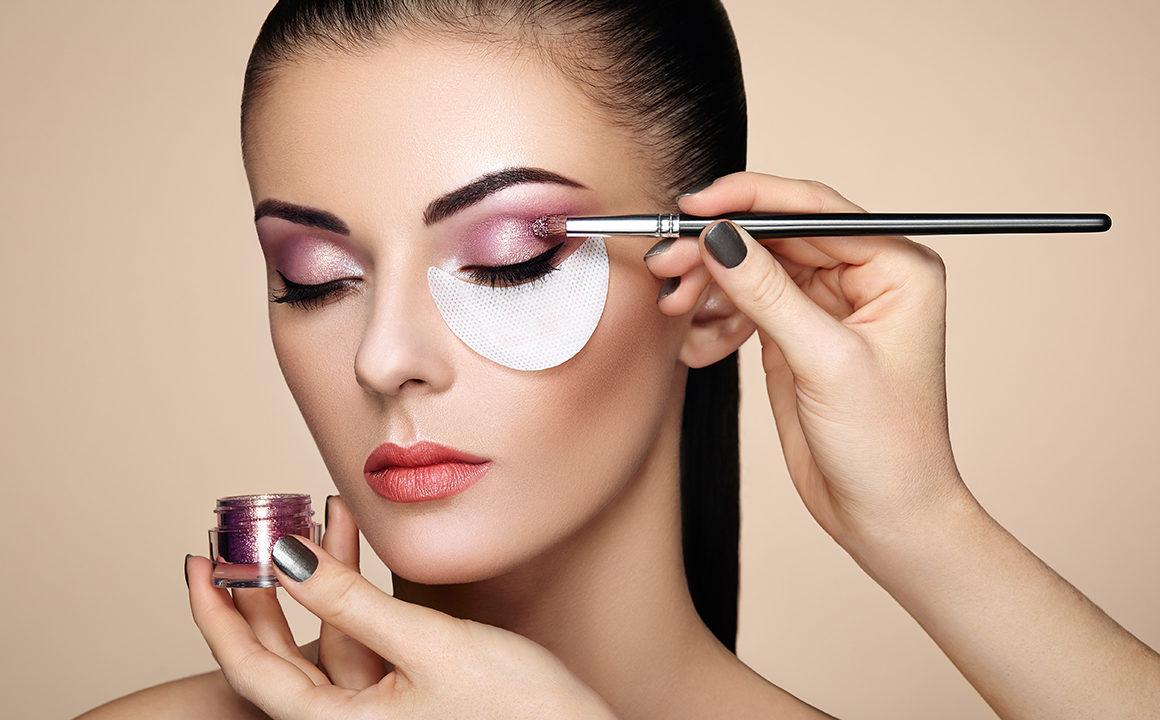travel-makeup-beauty-blogger-hacks-fashionisers-main-image