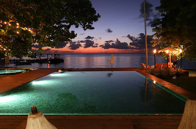 ibagari-boutique-hotel-luxury-destination-roatan-honduras-night-pool-view-fashionisers