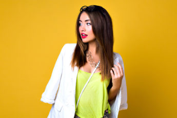 how-to-wear-neon-colors-main-image