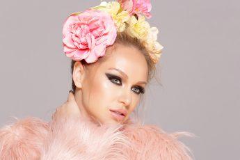 skincare-cbd-in-skincare-katarina-van-derham-flowers-beauty