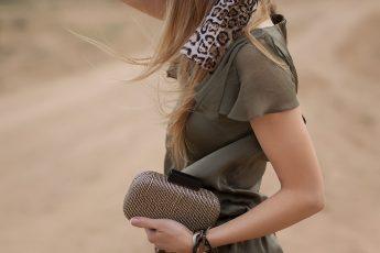 safari-fashion-fashionisers-fashionable-girl-on-african-safari