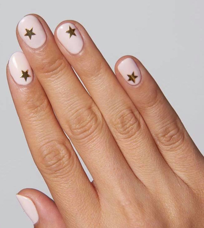 star nails are trending