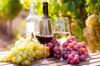 your-guide-to-keto-wine-grapes-and-wine-sitting-on-a-barrell-main-image
