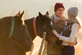 a-little-bit-country-how-to-perfect-country-girl-look-girl-with-horse