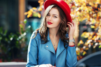 choosing-the-best-hair-makeup-and-wardrobe-for-your-skin-tone-main-image-pretty-girl-in-fashionable-colors
