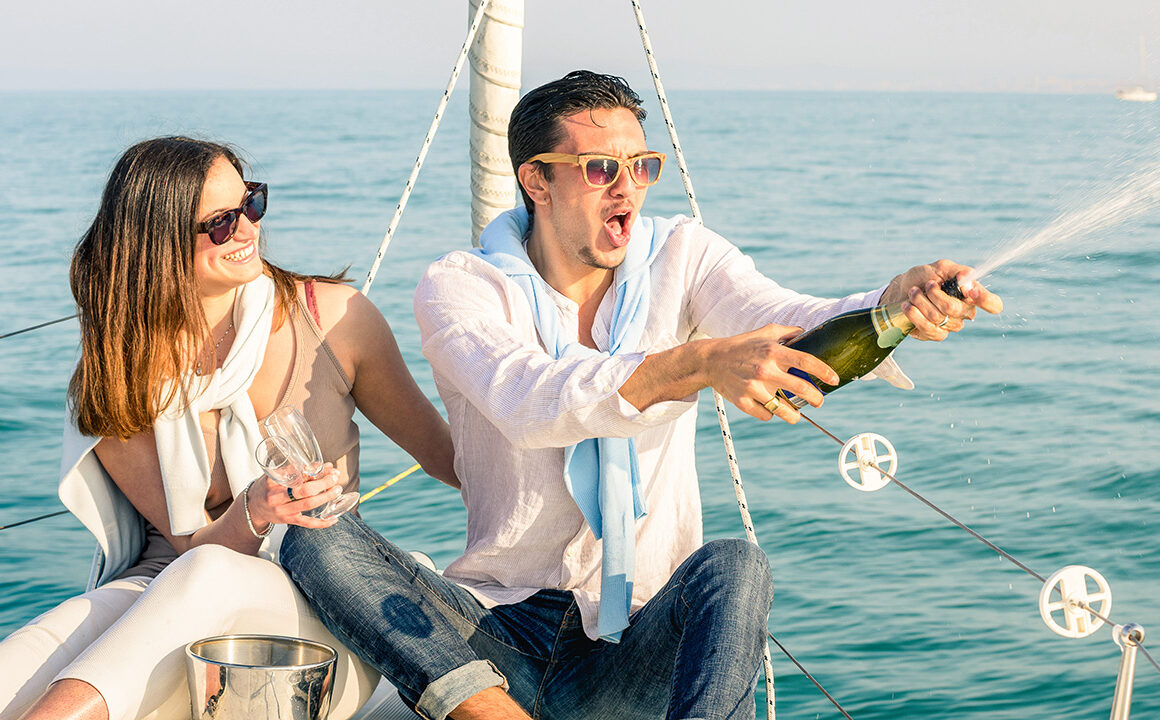 five-tips-getting-ready-for-your-blind-date-main-image-couple-on-a-boat-with-champagne